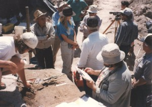 1996 excavation at Hell Gap, a deeply stratified Paleoindian and Archaic site located in the Great Plains of eastern Wyoming, USA. Diagnostic materials include projectile points from the Clovis and Folsom traditions, Agate Basin, Alberta, Frederick, Goshen, and other complexes.