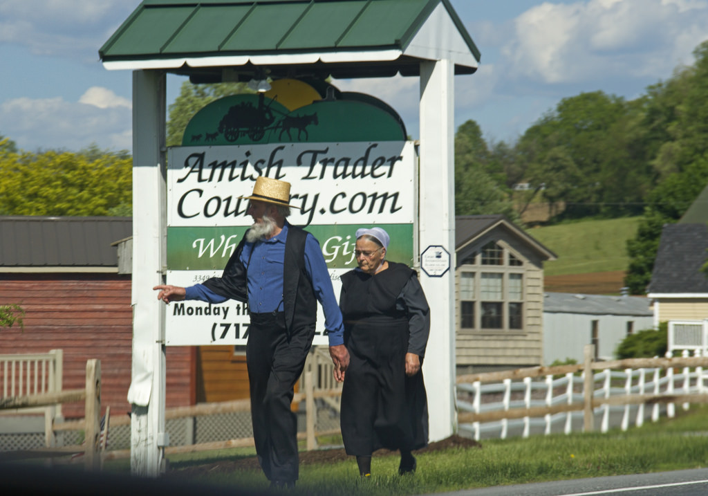 amish couple photo